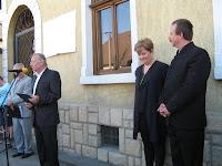 Batta György ünnepi beszéde Királyhelmecen Dobos László szülőházánál.jpg