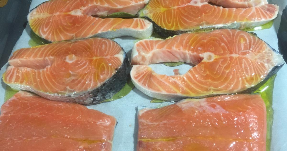 Filetes de salmón al laurel y limón