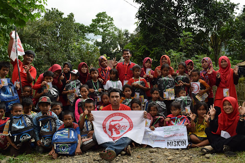 30 Anak Di Dusun Moncongan Mendapatkan Bantuan Tas dan ATK