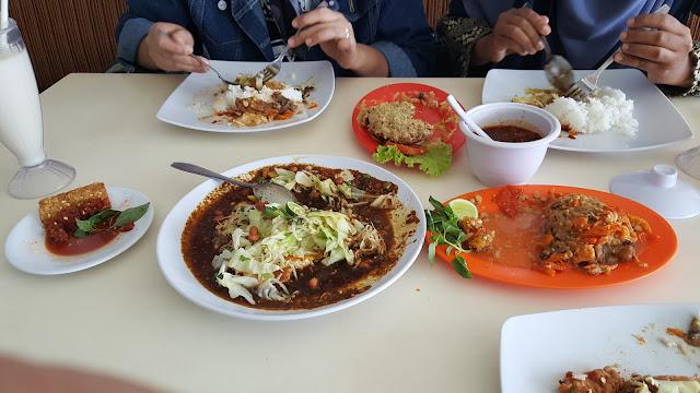 Makan Ayam Tulang Lunak Bali