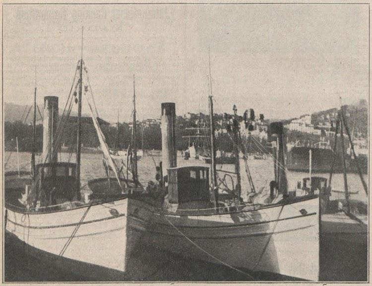Vapores con casco de madera de La Pesquera Malagueña en puerto. Foto de El Financiero. Edicion de 31 de diciembre de 1920.tif
