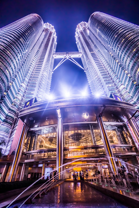 ツインタワー 夜景 建物正面入口7