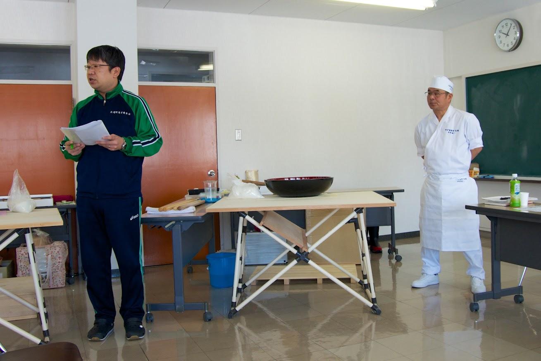 司会の井口純一 係長(左)