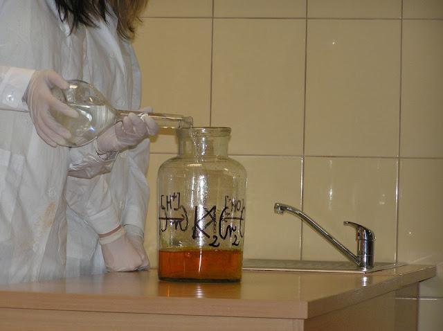 DO 2011 pokazy fizyczno chemiczne - P4150060_1.JPG