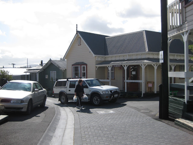 Arts and crafts shop at Whakarewarewa village