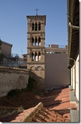 Bell_tower_of_Santi_Michele_e_Magno_in_RomeR