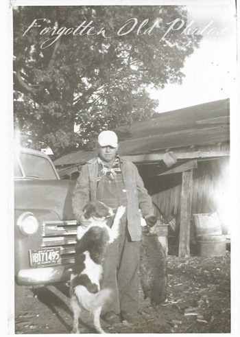 Man and dog Two Flea Mkt GR