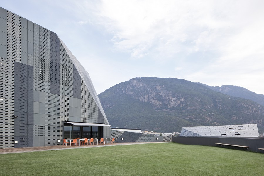 salewa_spa_headquarters_p101011_a7.jpg (900×600)