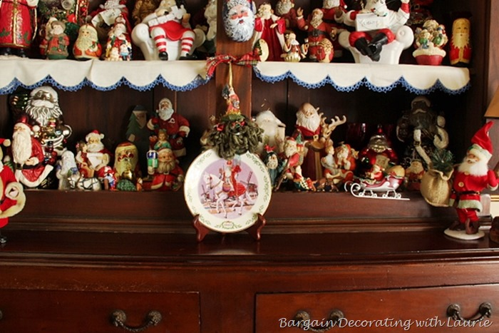 [Some%2520Santas%2520in%2520our%2520hutch%255B2%255D.jpg]