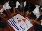 Die Faltarbeiten symbolisieren den Fortschritt des motorischen Abschnittes beim Malen, Zeichnen und beim Kreativ sein, gleichzeitig das Üben der Werte einer Gruppenarbeit.
