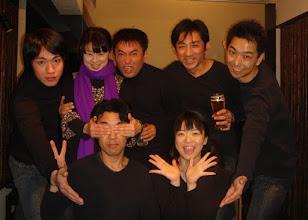 Photo: 2007年12月28日 TILT年末ライブ  ゲストにフリクルのBOBI氏を向かえて ご来場の大勢のみなさまに感謝しつつ。 乾杯! 目が・・・ 今年一年ありがとうございました!!