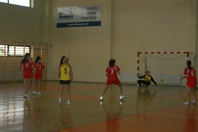 Piłka ręczna zowody listopad 2011 - DSC03790_1.JPG