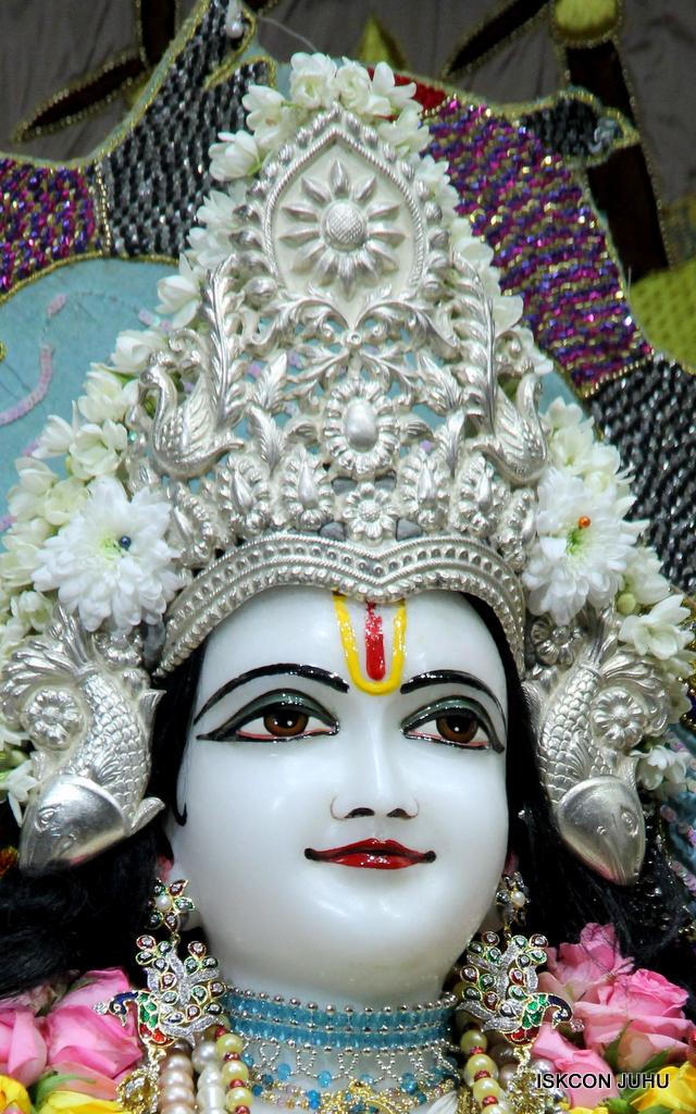 ISKCON Juhu Sringar Deity Darshan on 19th Oct 2016 (38)