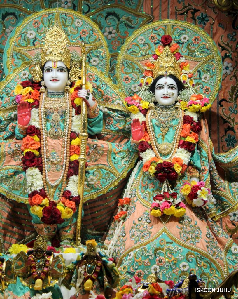 ISKCON Juhu Sringar Deity Darshan on 19th Jan 2017 (25)