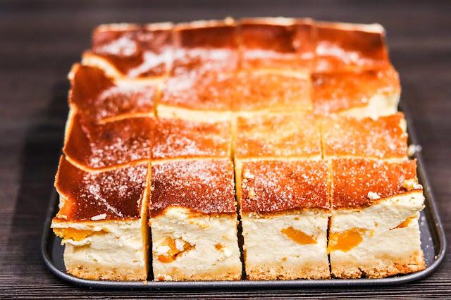 ciasta i desery,ciasta na Boże Narodzenie,sernik,delikatny sernik,łatwy sernik,sernik z brzoskwiniami, szybki sernik, sernik na kruchym,