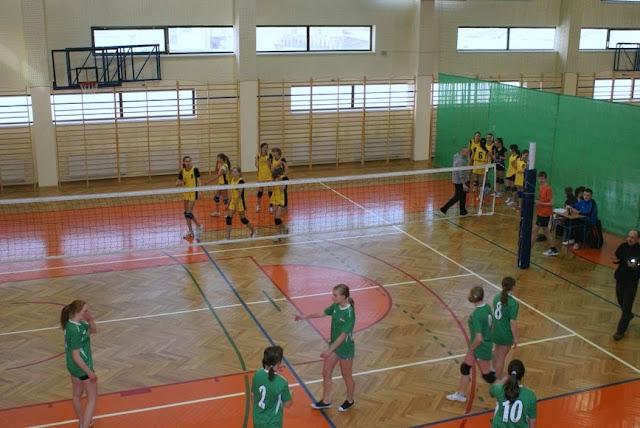 Zawody siatkarskie dziewczat 1 marca 2011 - DSC09339_1.JPG