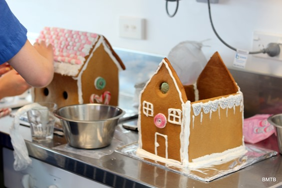 Gingerbread Houses by Baking Makes Things Better (11)
