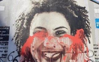 Grafite com rosto de Marielle Franco é pichado com frase 'Viva Borba Gato'