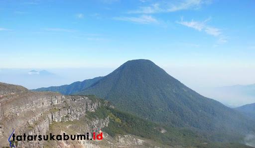 Jalur Pendakian Taman Nasional Gunung Gede Pangrango Ditutup