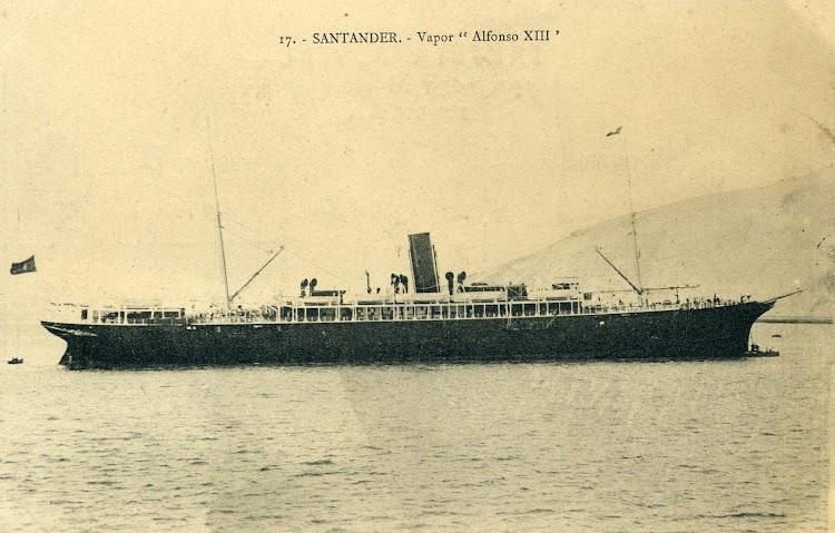 El ALFONSO XIII fondeado en Santander y ya modificado. Arxiu Fotografic del Museu Maritim de Barcelona. Postal.JPG