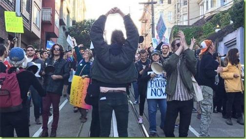 041616_protestors
