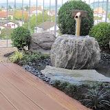 Garten in Frick. Terrasse mit Steinbrunnen