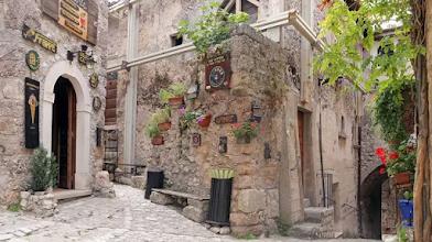 A idílica vila italiana Santo Stefano paga para quem se mudar para lá