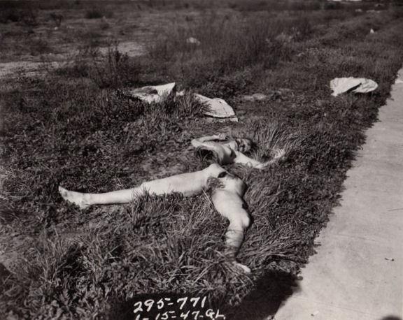 Изуродованное тело Элизабет Шорт. Снимок пoлицейского фотографа 15 января 1947г.