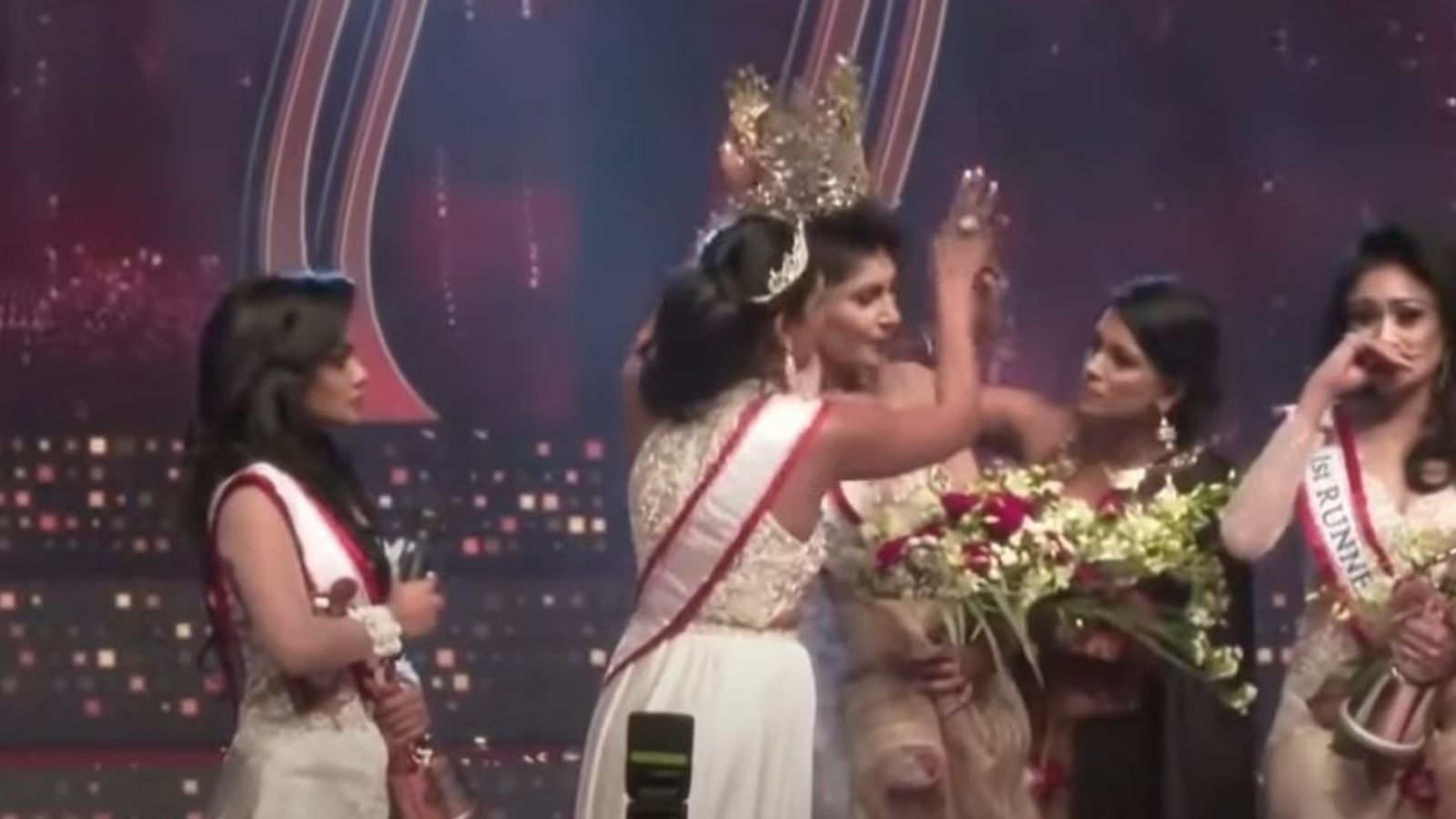 Watch Mrs. Sri Lanka lose her beauty queen crown after it's removed from her head on stage by Mrs. World over divorce claims (video)