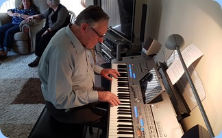 Roy Steen giving the Yamaha Tyros 5 a good work-out.