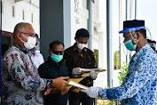Sekda Aceh Serahkan 272 SK Kenaikan Pangkat dan Pensiun untuk ASN di Aceh Timur