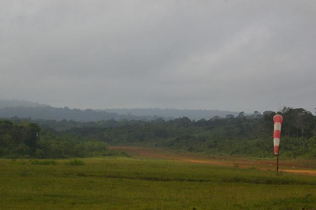 Saül (Guyane) : la piste d'atterrissage. 1er décembre 2011. Photo : J.-M. Gayman
