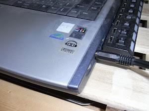 ノートPCとステレオケーブル