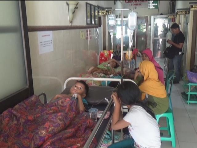 Korban Keracunan Massal Terus Bertambah