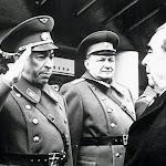 Леонид Ильич Брежнев в гостях у воинов-прикарпатцев.jpg
