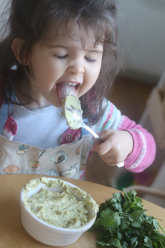 Home made hummus, toddler hummus, hummus toddler, hummus kids,humus wholefod recipe, recipes toddlers, Montessori recipes, hummus recipe children,