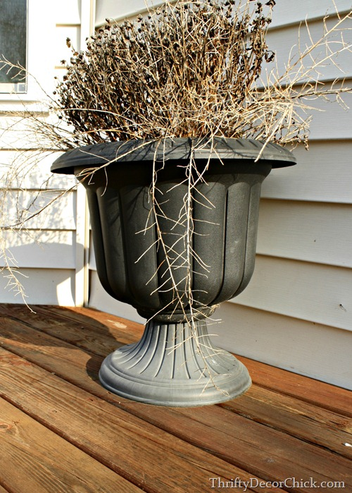 spray painting outdoor planters
