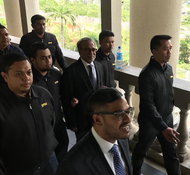 Peguam Tan Sri Muhammad Shafee Abdullah mengaku tidak bersalah di Mahkamah Sesyen KL