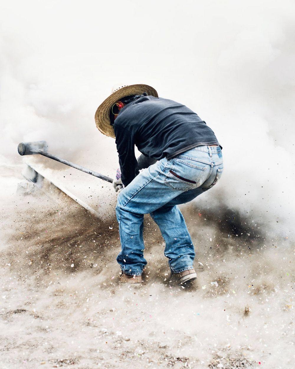 sledgehammer-explosion-3