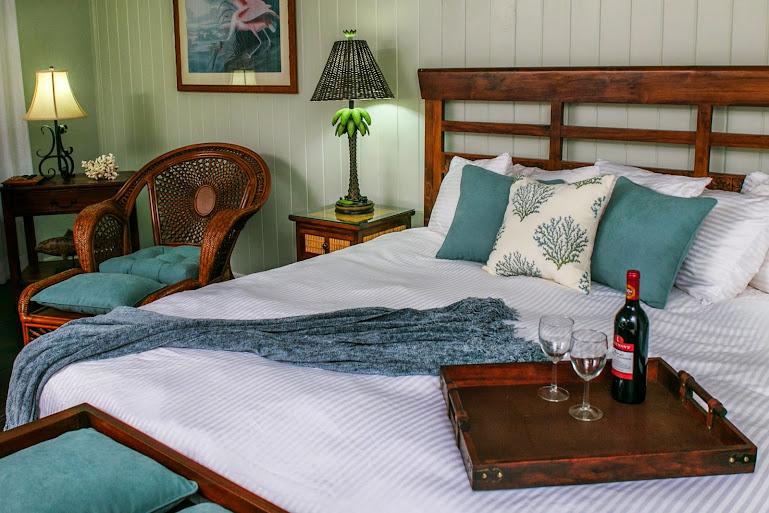 Coconut palm inn in tavernier fl 33070 citysearch for 305 salon tavernier