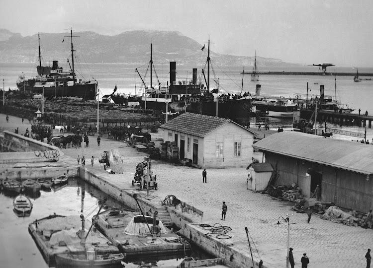 El C. SORNI en Algeciras. Del libro Puerto Bahia de Algeciras. Colección Laureano Garcia. Nuestro agradecimiento.jpg
