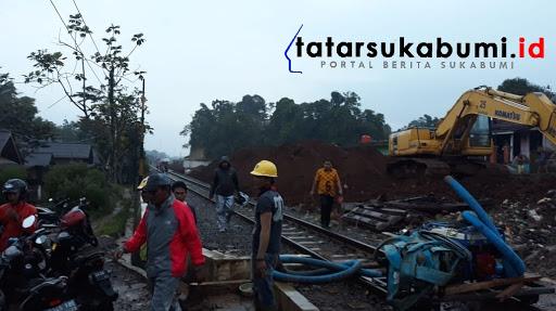 5 Bocah tertimbun longsor saat bermain di Proyek jalur kereta api ganda Cicurug Sukabumi/ Foto : Isep Panji (10/1/2019)