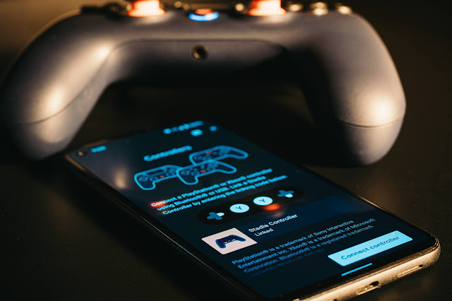 Stadia Controller next to the Stadia mobile app