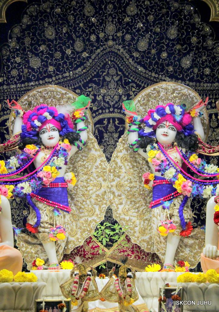 ISKCON Juhu Sringar Deity Darshan on 24th Oct 2016 (36)