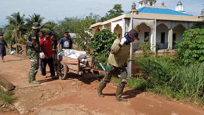 Gerobak Sarana Angkut Material TMMD Reguler Ke-111di Dusun Maju Jaya