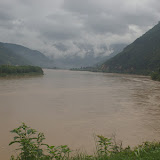 Le tournant du Jinsha Jiang (Yangzi) à Shigu (2100 m), le 22 août 2010. Photo : J.-M. Gayman
