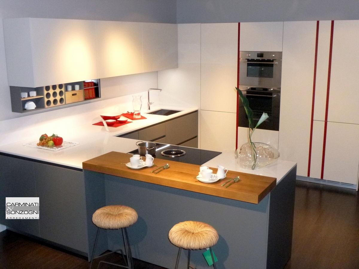 cucina con penisola modello M22 Linea Mesons in vendita nella nostra esposizione di Zogno Bergamo.jpg