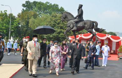Ternyata Ini Makna di Balik Pose Patung Bung Karno yang Diresmikan Prabowo dan Megawati