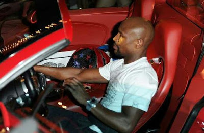 Floyd Mayweather Shows Off His N1bn Bugatti After His Victory (Photos)