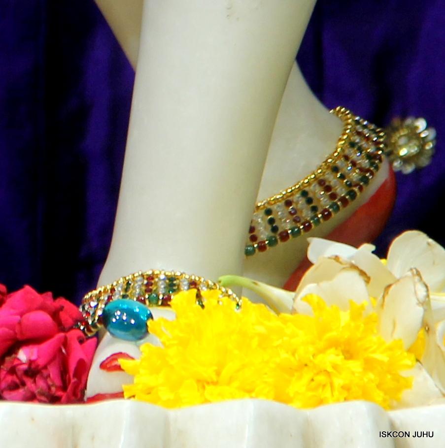 ISKCON Juhu Sringar Deity Darshan on 1st May 2016 (38)